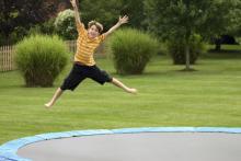 Прыжок в лето: 5 советов, как правильно подобрать батут для дачи
